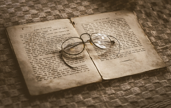 old-glasses-and-a-book_skitterphoto_small.jpg