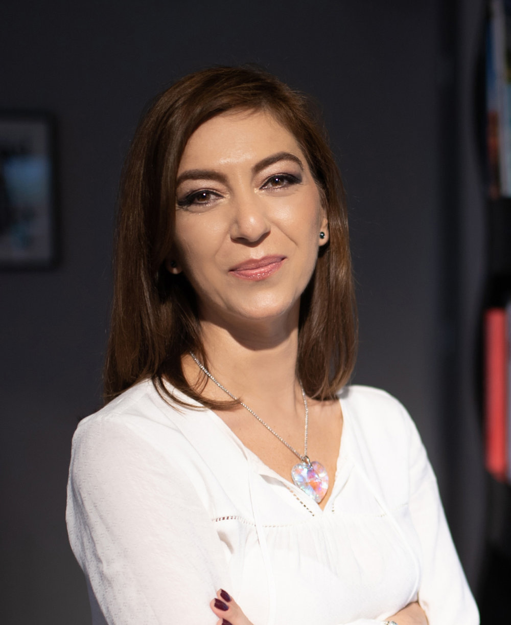 Roxana Arsene content media strategist and business writer.jpg