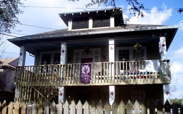 The House - Located in the heart of New Orleans, our low cost volunteer guesthouse is centrally located in Mid-City, minutes away from the French Quarter, Garden District, and City Park.