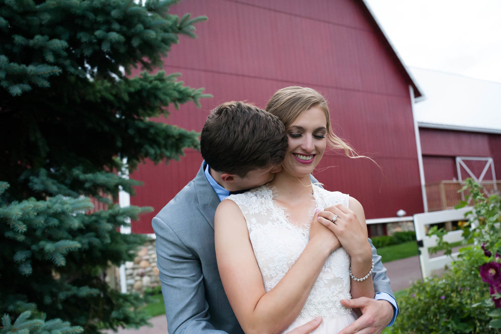 Gaylord-shabby-chic-Barn-Central-Michigan-Wedding-Photographer