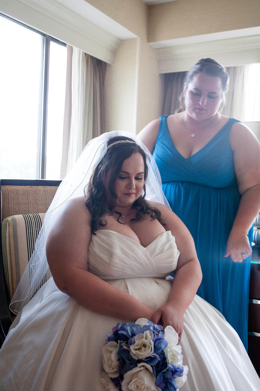 photographer-wedding-michigan-courtyard-livonia