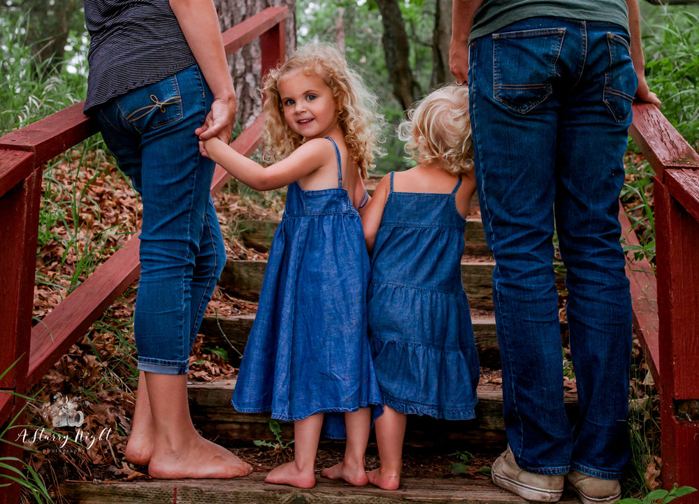 Stoko Family Lifestyle Session - We're not going to lie, planing family portraits can be tough, but doing a lifestyle photography session makes family picture day a day worth having!