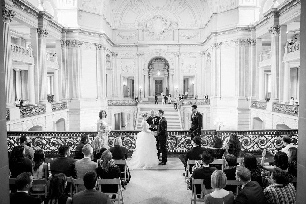 004_janaeshieldsphotography_sanfrancisco_cityhall_weddings.jpg