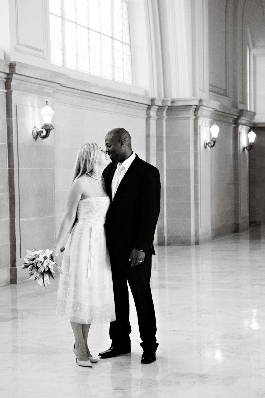 013_janaeshieldsphotography_sanfrancisco_cityhall_weddings.jpg