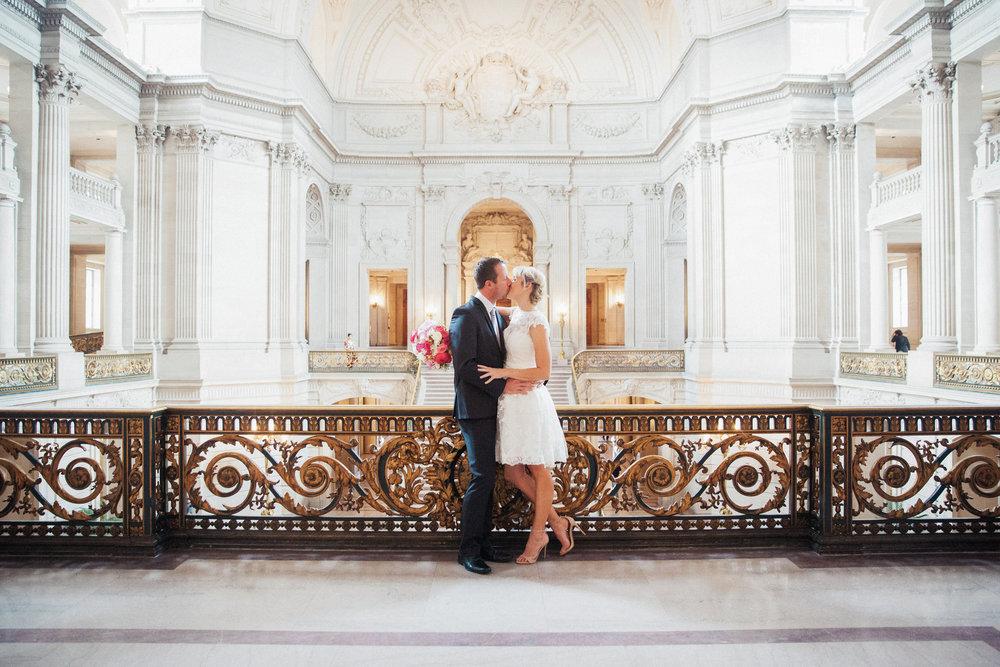 030_janaeshieldsphotography_sanfrancisco_cityhall_weddings.jpg