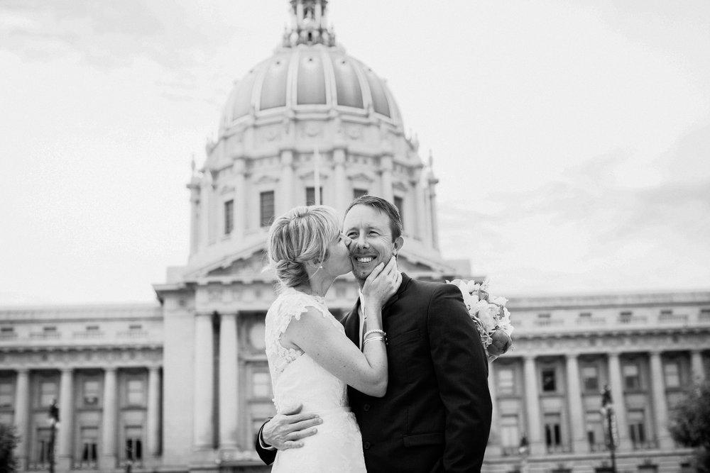 039_janaeshieldsphotography_sanfrancisco_cityhall_weddings.jpg