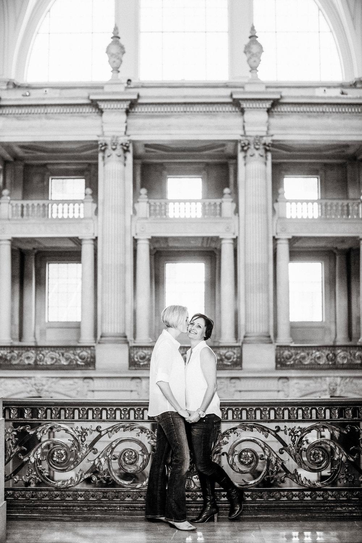 011_janaeshieldsphotography_sanfrancisco_cityhall_weddings.jpg
