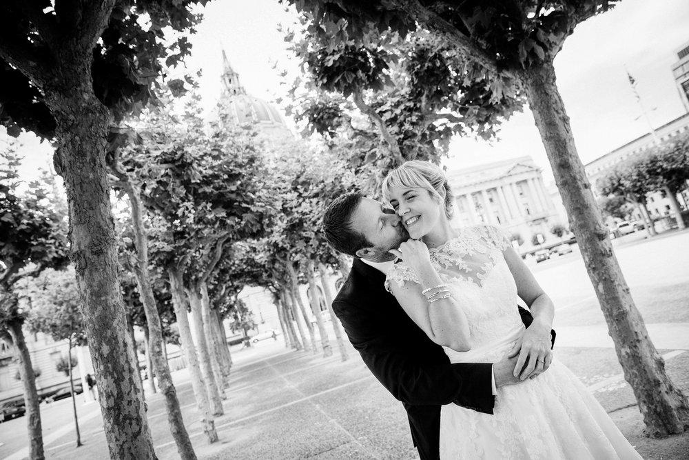 040_janaeshieldsphotography_sanfrancisco_cityhall_weddings.jpg