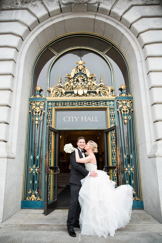 043_janaeshieldsphotography_sanfrancisco_cityhall_weddings.jpg