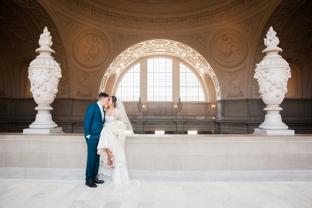 016_janaeshieldsphotography_sanfrancisco_cityhall_weddings.jpg