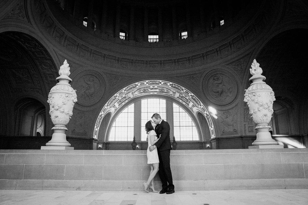 026_janaeshieldsphotography_sanfrancisco_cityhall_weddings.jpg