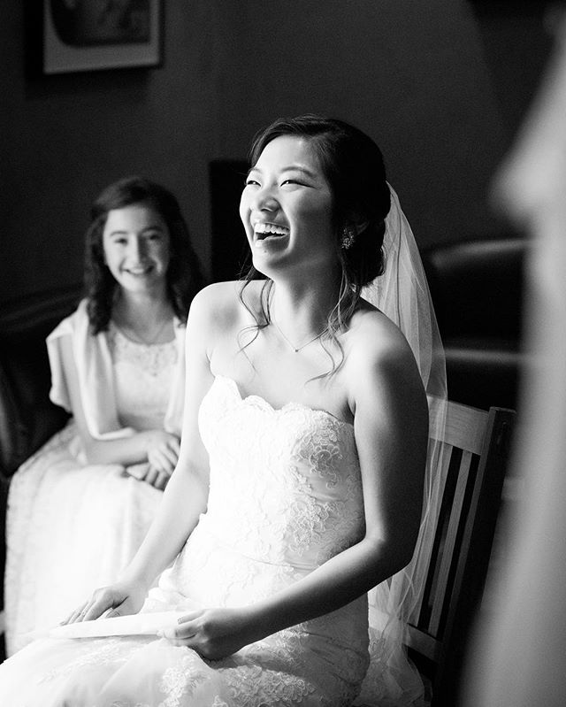 Always remember to laugh on your wedding day 😄 This bride was reading a letter from her soon to be husband and cracking up. Have fun, make memories, enjoy every second  #weddings #weddingjoy #weddingdaylaughs #californiaweddingphotographer #bayareaweddingphotographer #californiawedding #sfweddingphotographer #sfweddings