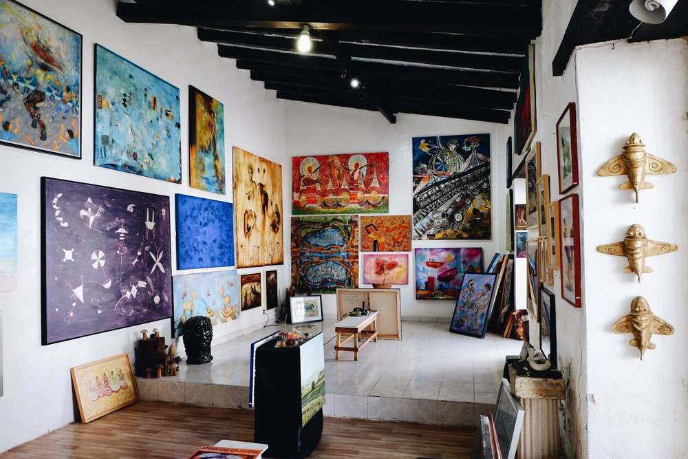 One of the many galleries showcasing local artists's paintings.