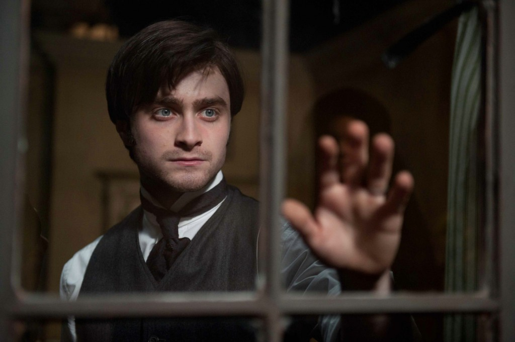 Arthur Kipps (Daniel Radcliffe) tries to figure out the secrets of Eel Marsh House.