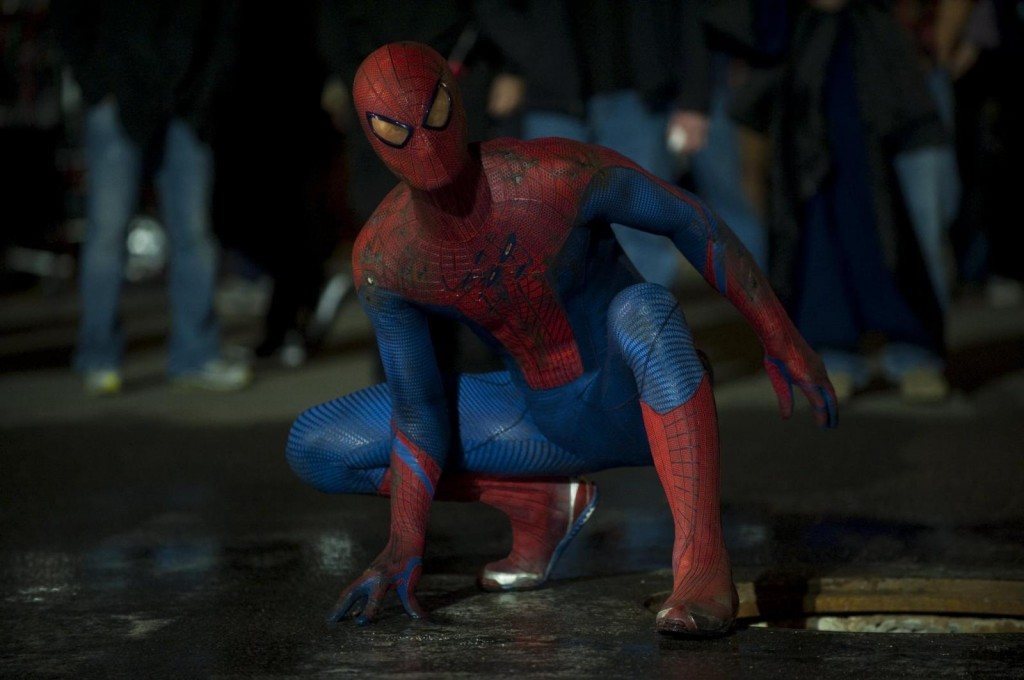 Spider-Man (Andrew Garfield) ready to do battle with the Lizard in the streets of Manhattan.