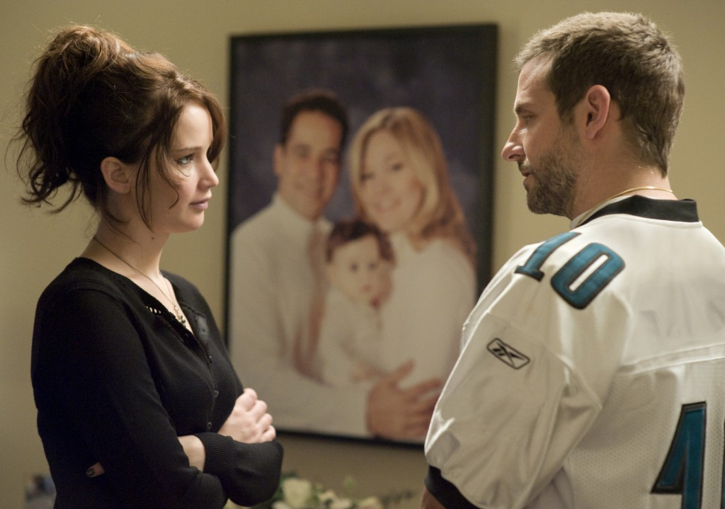 Tiffany (Jennifer Lawrence) and Pat (Bradley Cooper) meet for the first time.