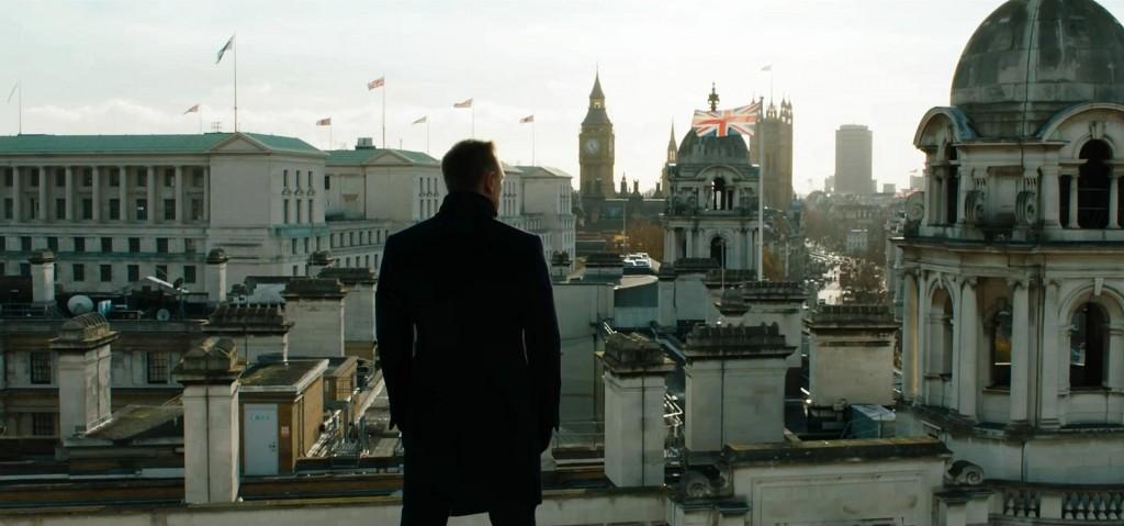 James Bond (Daniel Craig) overlooks the London skyline.