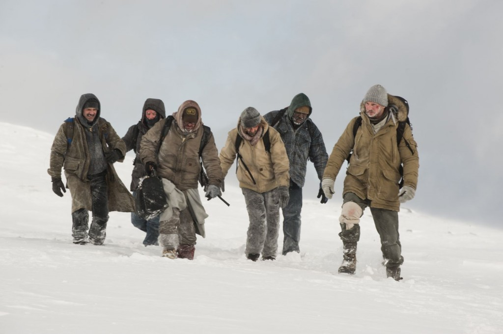 Ottway (Liam Neeson) leads the survivors to safety.