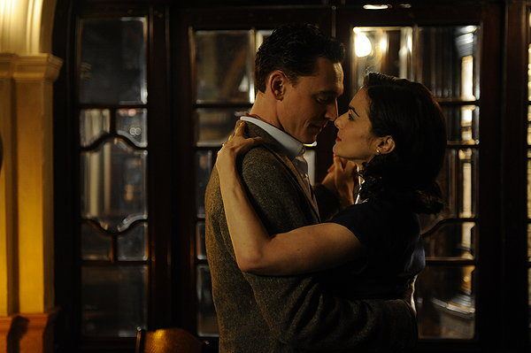 Freddie Page (Tom Hiddleston) is the object of Hester Collyer's (Rachel Weisz) passion.