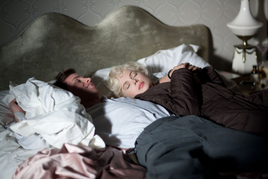 Colin Clark (Eddie Redmayne) and Marilyn Monroe (Michelle Williams) lounge away the hours.