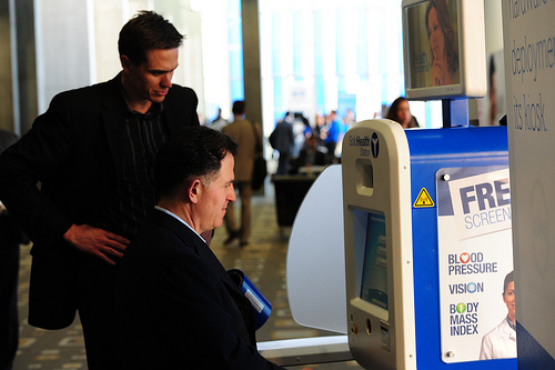 Michael Dell using a SoloHealth Station at DellWorld.  Dell later invested $25,000,000.