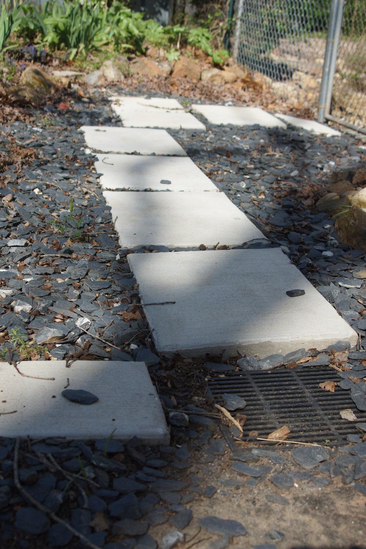 Pathway from driveway to backyard.JPG