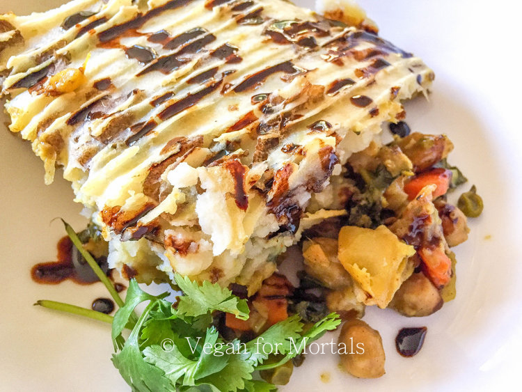 Samosa Pie - This Samosa Pie is a twist on a Shepherd's Pie, but with the warm spices of a Samosa. Its super easy to make and incredibly delicious!
