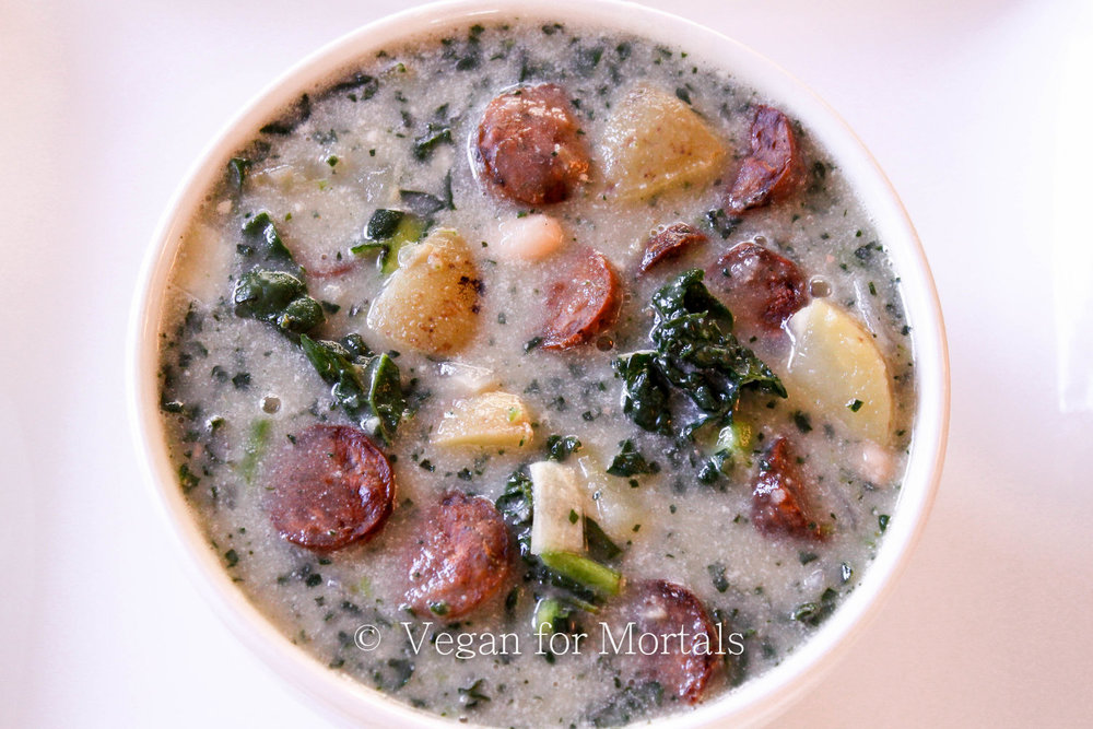 Chunky & Creamy Potato, White Bean, & Kale Soup - Looking for a warm and comforting soup on a cold and rainy evening? I LOVE this soup, its creamy and chunky, savory, and incredibly delicious!