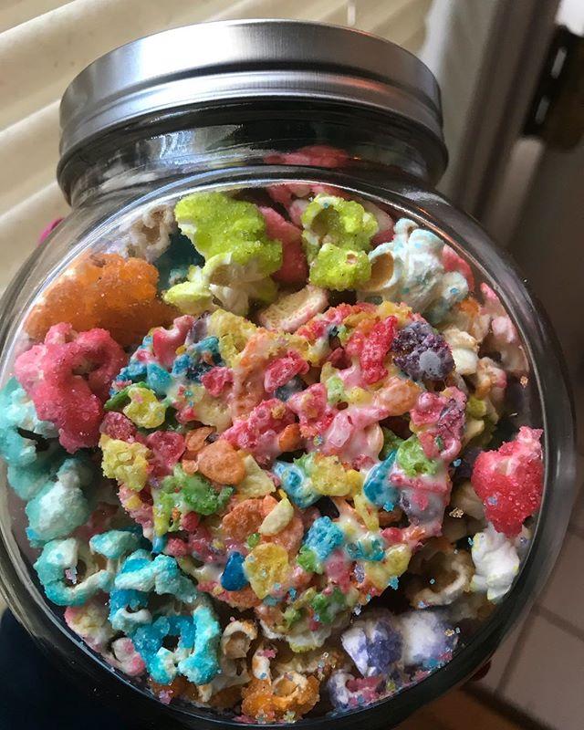 🌈 🧡😋 Cinnacrunch Potcorn x fruity pebble krispie #hellabakedbyb #hellabaked #edibles #potcorn #medicatedkrispies #cannabiscommunity #cannabis #420 #420community #california #medicinaltreats #medicinal #maryjane #weedcommunity #weedstagram #edibleporn #weedporn #fruity #thc #cbd #medicated