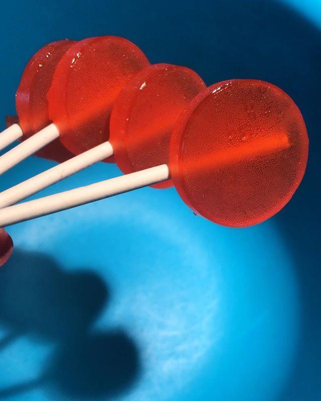 🍓 lollipop anyone? #hellbakedbyb #hellabaked #edibles #medicatedtreats #medibles #valentinesday #valentine #cannabiscommunity #cannabispeople #cannabis #420 #420community #weedstagram #weedporn #edibleporn #foodporn #thc #cbd #weedcommunity #medicatedlollipops #lollipops #strawberry