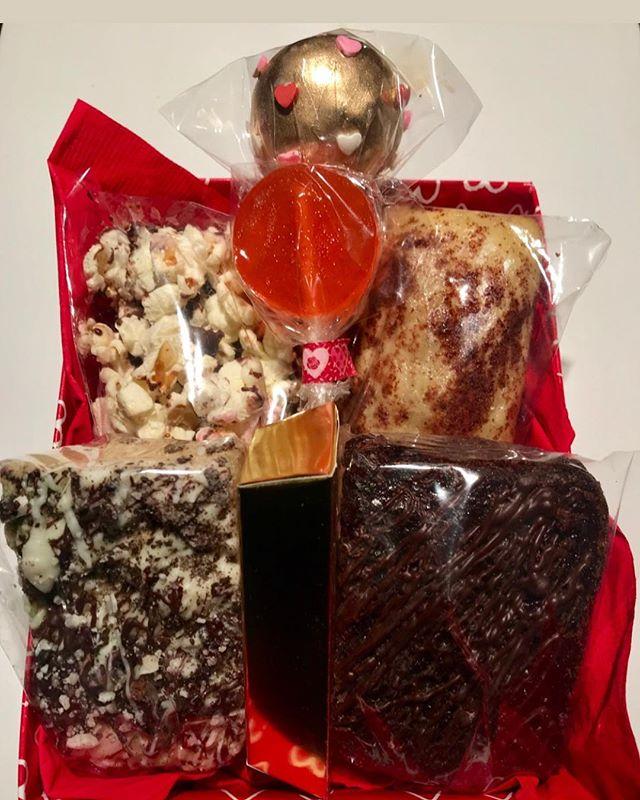 """Chocolate lovers box"" for Valentine's Day 💕 #hellbakedbyb #hellabaked #edibles #medicatedtreats #medibles #cakepop #valentinesday #valentine #cannabiscommunity #cannabispeople #cannabis #420 #420community #weedstagram #weedporn #edibleporn #foodporn #thc #cbd #weedcommunity #potcorn #ediblebrownie #medicinalbrownie #medicatedlollipop"