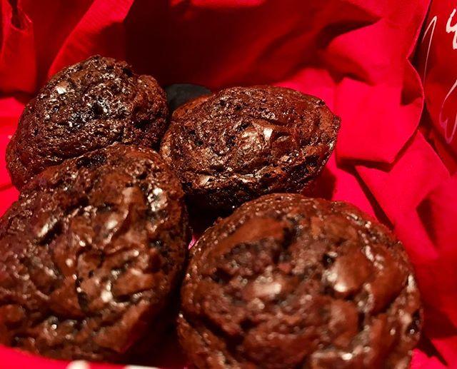 Mini brownies 🤤 🍫 #hellbakedbyb #hellabaked #edibles #medicatedtreats #medibles #valentinesday #valentine #cannabiscommunity #cannabispeople #cannabis #420 #420community #weedstagram #weedporn #edibleporn #foodporn #thc #cbd #weedcommunity #ediblebrownie #medicinalbrownie