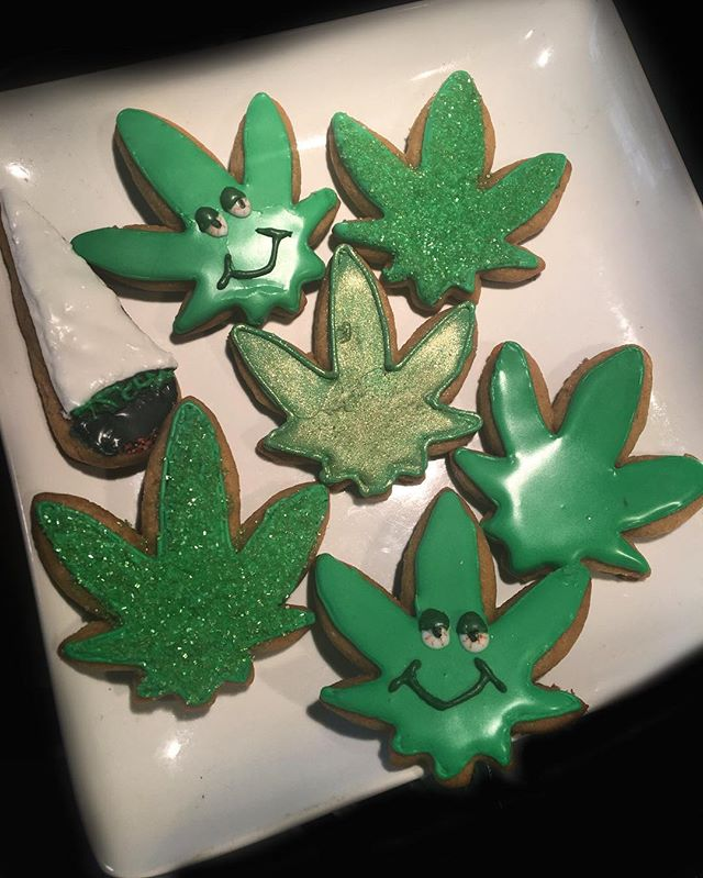A set of sugar cookies I made about 3 years ago that would go great with my previous post! All items that would perfectly fit for a 4/20 themed party next month 🤔  #hellabakedbyb #hellabaked #edibles #ediblesbyb #cakedecorator #cannabiscakedecorator #cannabischef #cakeart #cannabiscake #cannabiscommunity #420 #420community #ediblecake #sanfrancisco #bayarea #oregon #portland #atlanta #newyork #sugarcookies #medicatedcookies #cookies #handmade #blackownedbusiness #thc #cbd #medicinal #bayareabaker