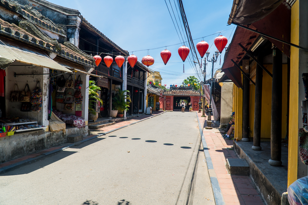 GOAL TRAVELER-HOI AN VIETNAM STREET VIEW.jpg