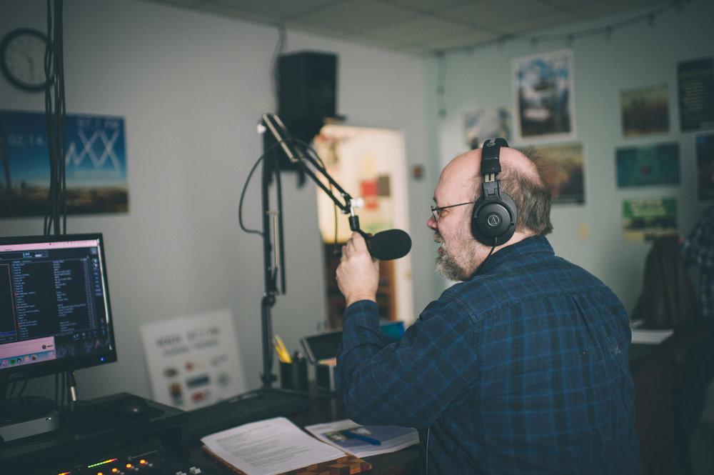 Keith Waits of Louisville Visual Art; PUBLIC on 97.1 WXOX and Artebella on the Radio