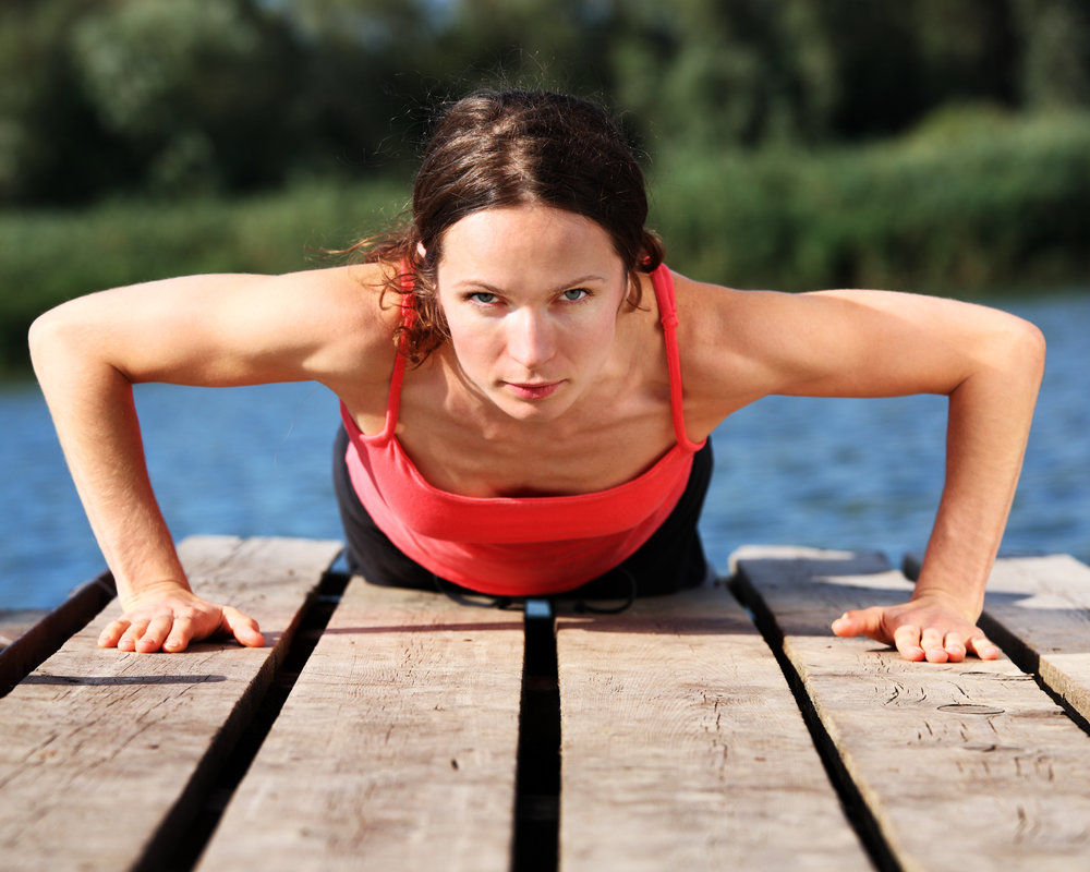 woman-doing-push-ups-P8PE7ZP.jpg