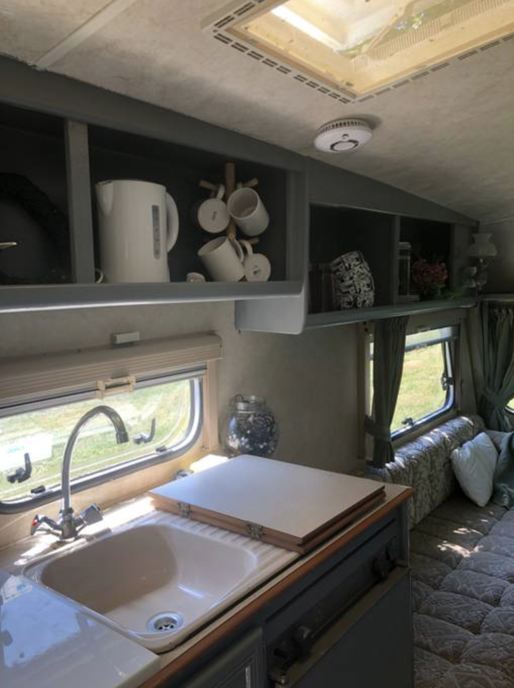 Paryfield Dorset Retro Caravan 4.png