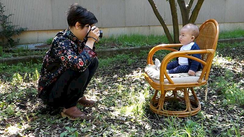 LISA SPILLIAERT / GROWTH RECORD / VIDEO  Growth Record is een biografisch geïnspireerd project op lange termijn dat het groeiproces van een kind in Japan volgt, met tussenpauzes van ongeveer een jaar, waarmee de kunstenares zich schijnbaar verbonden voorstelt. In een coproductie tussen LLS 387 en Escautville realiseerde Spilliaert dit jaar het derde deel. Tijdens het slotweekend zullen de drie delen van Growth Record doorlopend te bezichtigen zijn.