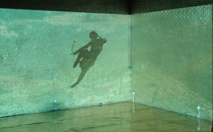 """VRIJDAG 22 DECEMBER:  20u30 - 5 euro (enkel avondkassa)    CÉLINE GILLAIN    Video-concert-performance   Céline Gillain (°1979)is een Belgische artieste werkende vanuit Brussel. Door in haar werk te experimenteren met performance en video, tracht ze voorbij te gaan aan mentale begrenzingen en zelfbeperkende instincten. Céline Gillain laat het hiërarchisch denken achter zich en zoekt de raakvlakken van verschillende velden om ons gevoel voor fictie en de manier waarop verhalen verteld worden, uit te dagen.   + BENJAMIN VERHOEVEN    Film avant-première   """"50.000 SCANS"""" is onderdeel van het lopende project 'Scanning Cinema"""" dat draait rond het scannen van bewegend beeld. Met een flatbedscanner en een monitor wordt een film in één enkel frame gewikkeld, om daarna deze scans bijeen te brengen in een animatiefilm. Dit werk bevat ongeveer 50.000 scans. Voortbouwend op de bevindingen van een eerder werk 'Sculptural Movement: Chapter I & II', focust het video-essay '50.000 SCANS' op hoe de choreografie van het menselijke lichaam in relatie staat tot zijn registratie techniek en hoe het functioneert binnen de gescande realiteit. Het materiaal werd gefilmd tijdens Verhoevens residentieperiode in Het Bos in 2016."""