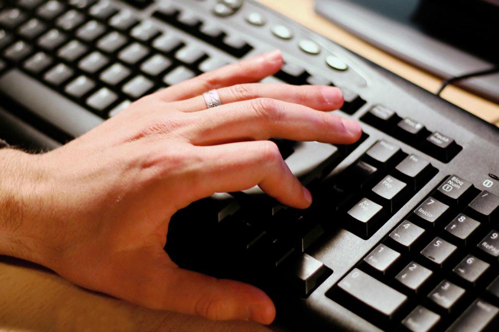 Hand_Computer_2_CC.jpg