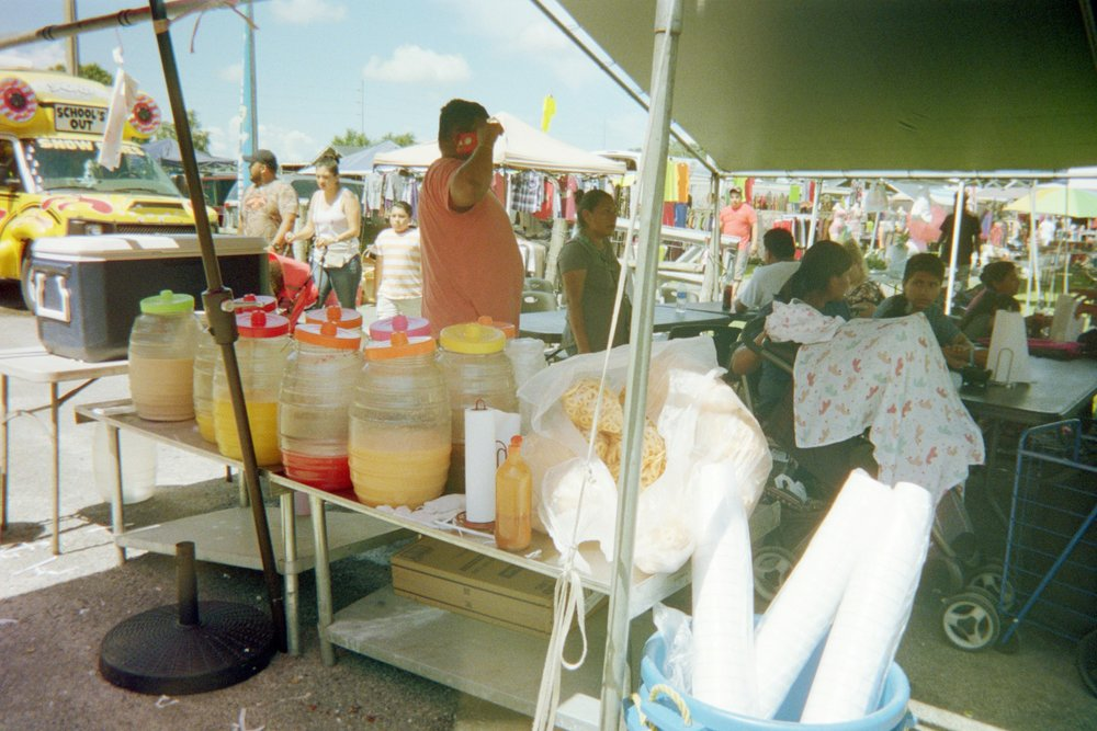 purchasing un fresco de limon to cool off