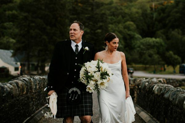 exceptionally-chic-isle-skye-wedding-eilean-donan-castle-14-600x400.jpg