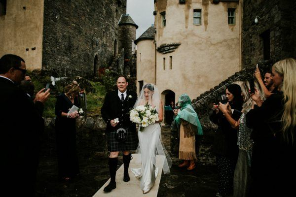 exceptionally-chic-isle-skye-wedding-eilean-donan-castle-19-600x400.jpg