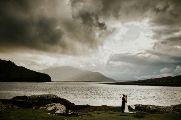 exceptionally-chic-isle-skye-wedding-eilean-donan-castle-29-600x400.jpg