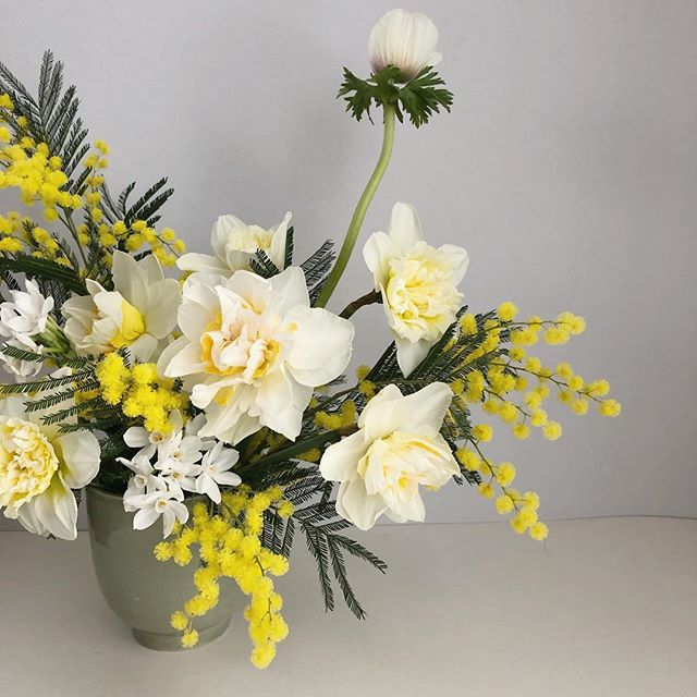 I'm loving white and yellow at the moment. This colour palette would look gorgeous for a wedding if you want a spring wedding but don't want to go too bright with your flowers.