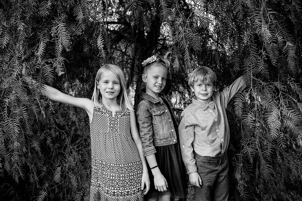 Family pictures with siblings in San Dimas.