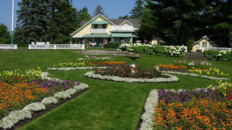 The-gardens-at-MacKenzie-King-Estate1-Les-jardins-au-domaine-Mackenzie-King1.jpg