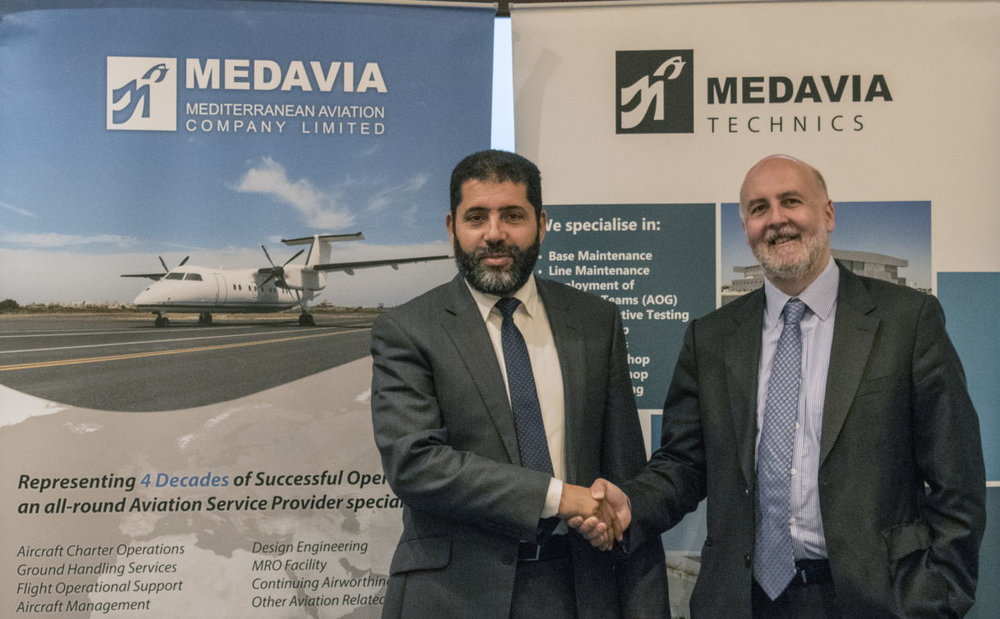 Medavia's Managing Director Rammah B. Ettir shaking hands with Air Nostrum's Managing Director Miguel Ángel Falcón Martín