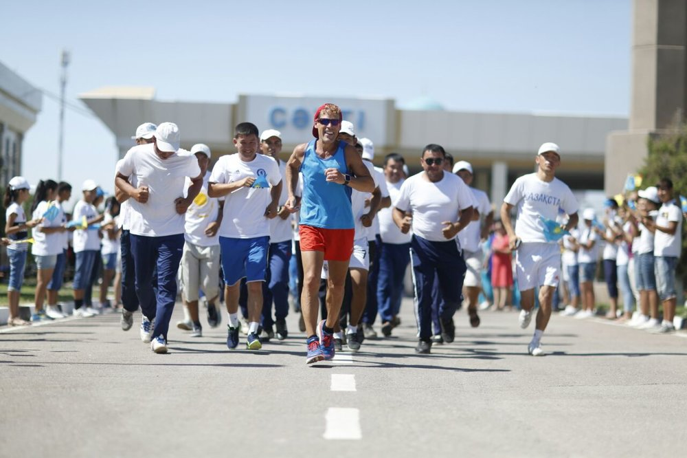 Sports Envoy Dean Karnazes begins his Silk Road Ultramarathon in Uzebekistan. 2016.