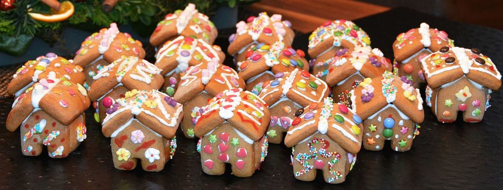 gingerbread-house-1101454__480.jpg